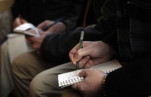 Autor schreibt Text